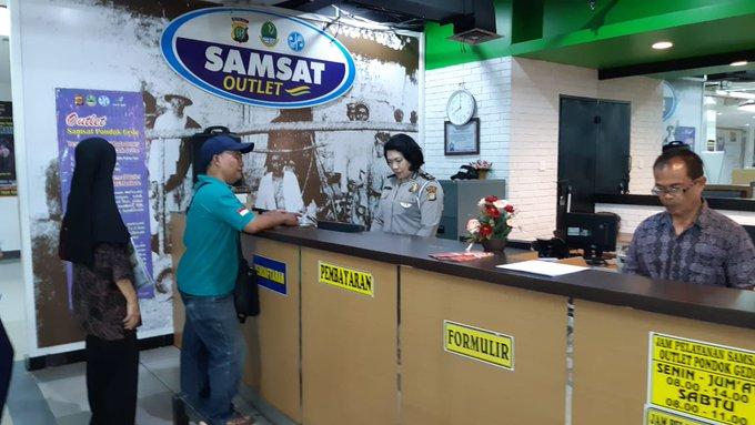 Pelayanan Gerai Samsat Kota Bekasi di Mall Atrium Pondok Gede Bekasi, hari Kamis 05 Desember 2019 mulai jam 08.00 s/d 14.00 WIB, siap melayani masyarakat.