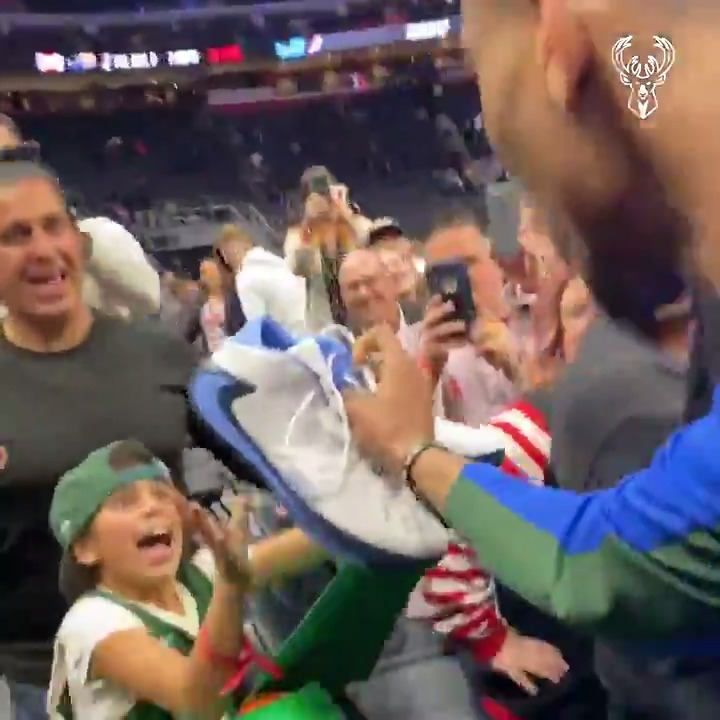 A birthday she will never forget.  #BucksSeasonRewind | Game 22 https://t.co/ZbmAcD5WT9