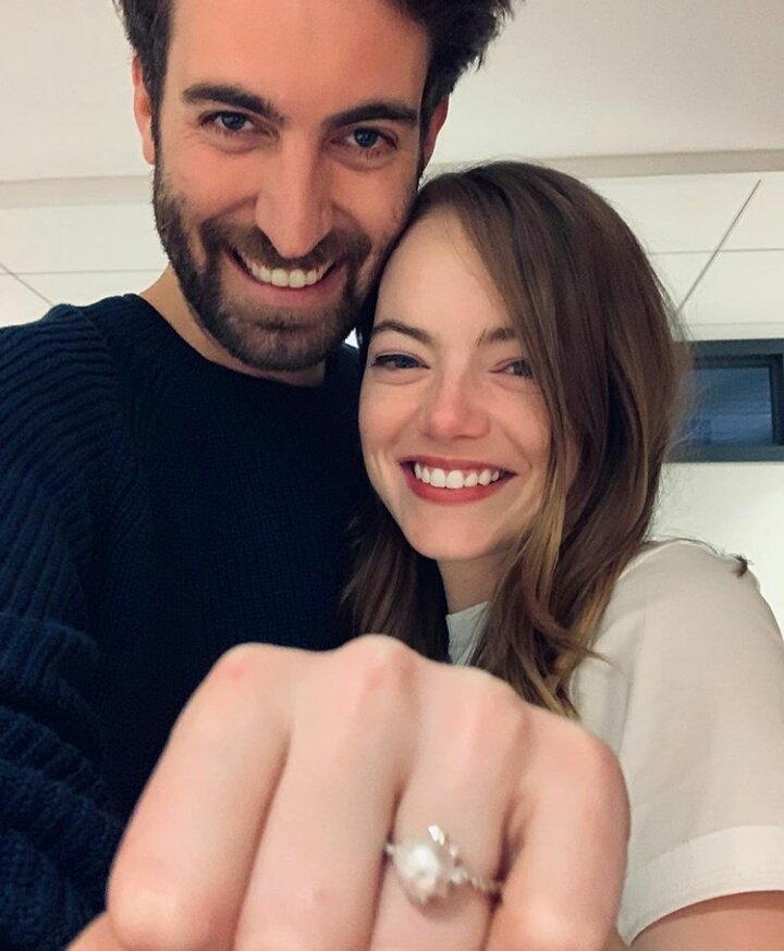 La la love everything about this! Congratulations to Emma Stone & Dave McCary on the engagement 💍💘 (📷: IG/davemccary)
