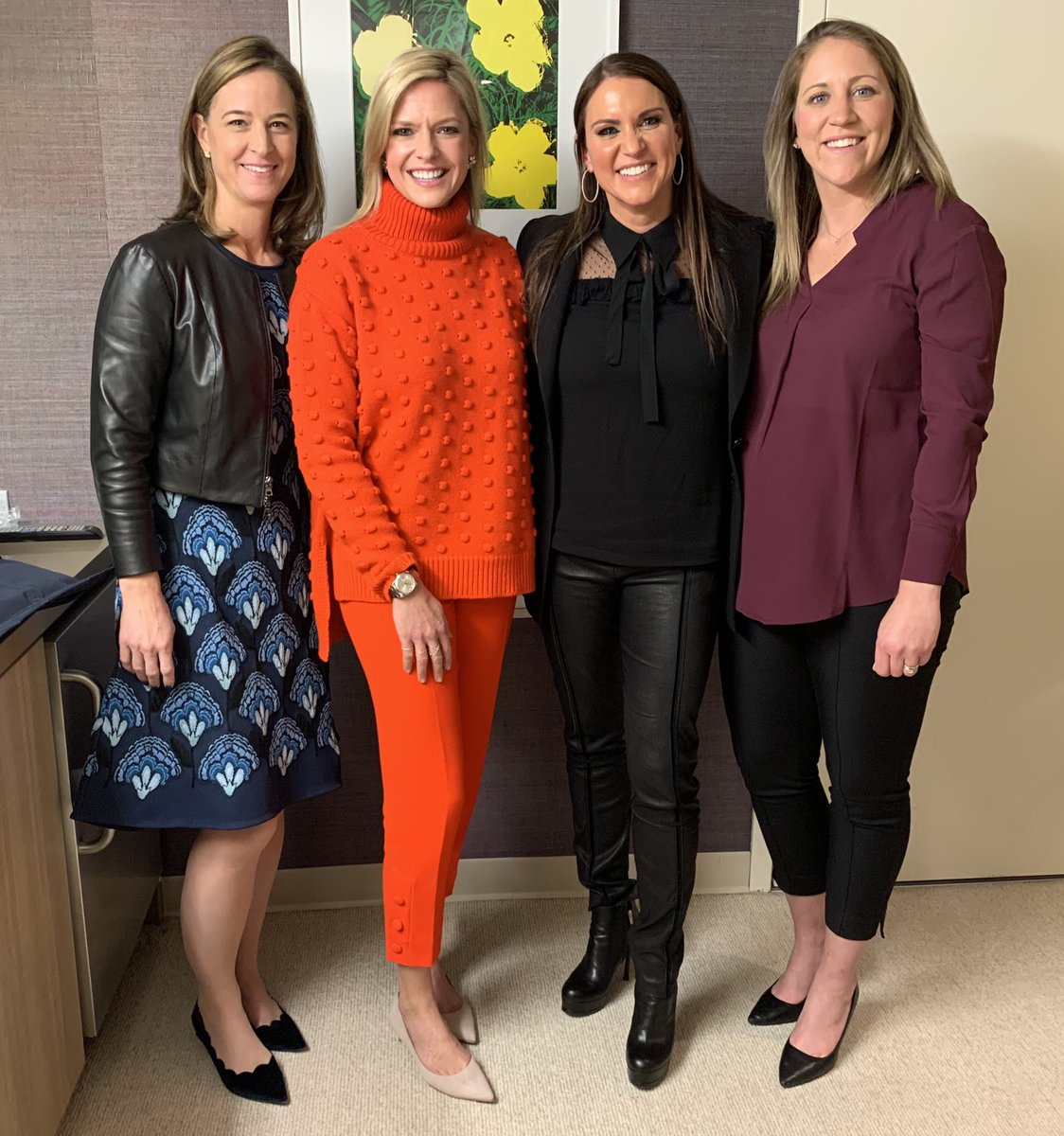 Ended #GivingTuesday in NYC with @seeher2020 & @NBCUniversal alongside @jennystorms, @mduggan10 & @KathrynTappen. Thank you for having me and supporting female athletes everywhere @lindayacc & @laura_molen! #SeeHerInSports