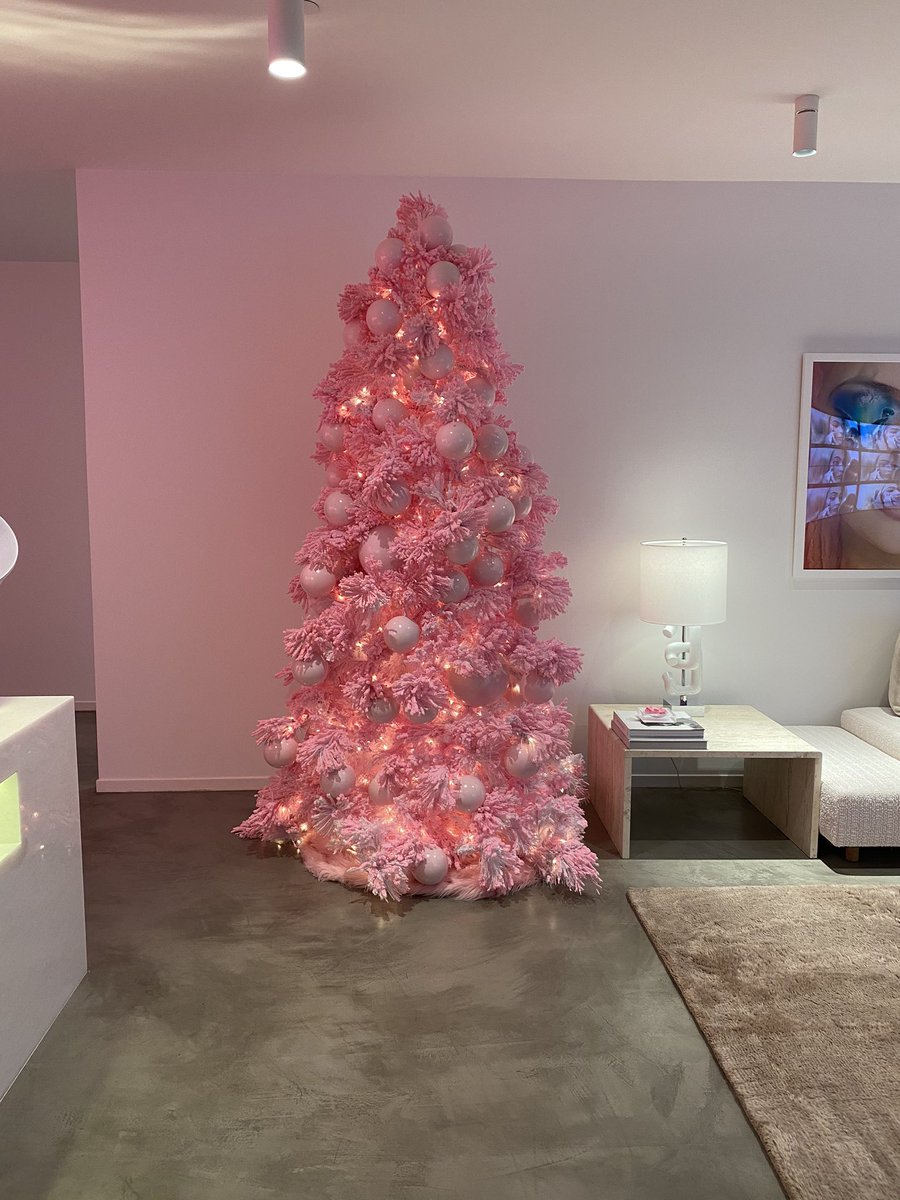 our pink tree at the @kyliecosmetics  office 💕