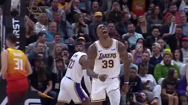 """Dwight Howard having the time of his life. But I thought playing with lebron was """"toxic"""" 🤣"""