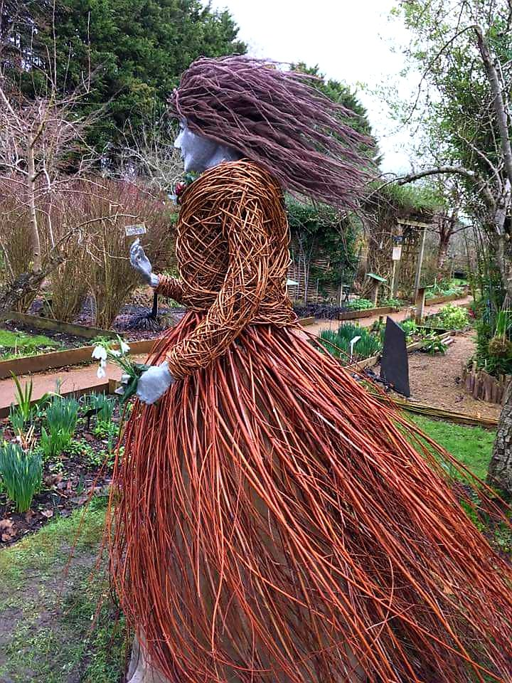 @BBCShropshire @saintlocks She reminds me of our #windylady @TwigsSwindon
