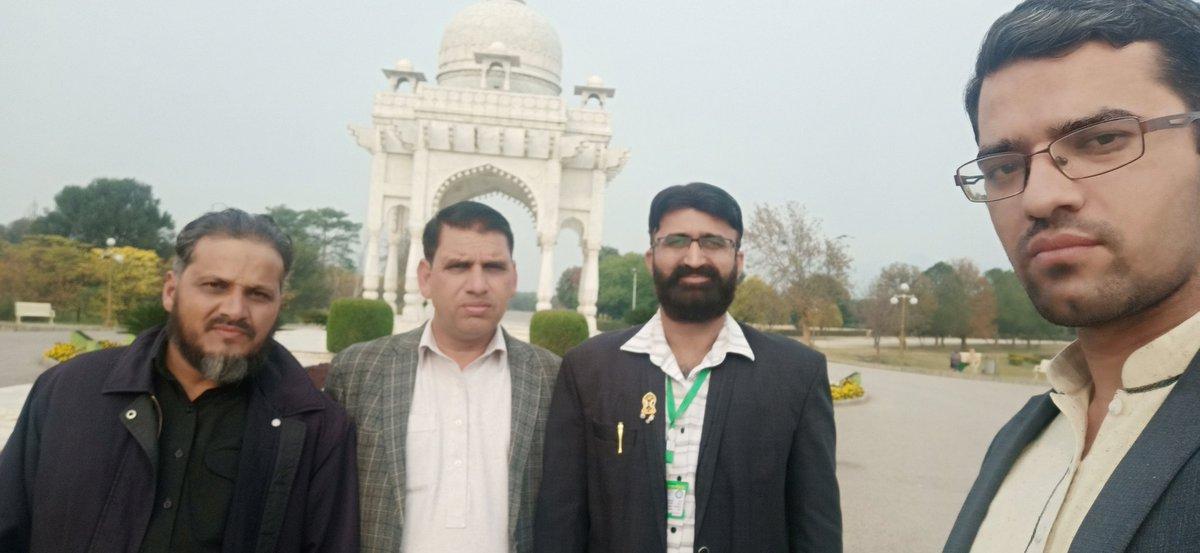 چیف ایڈیٹر صدائے چنار امجد چوہدری کے ساتھ ایف نائن پارک میں واک اور موجودہ ملکی صورتحال پر ٹاک شمریزخان بھی ہمراہ تھے