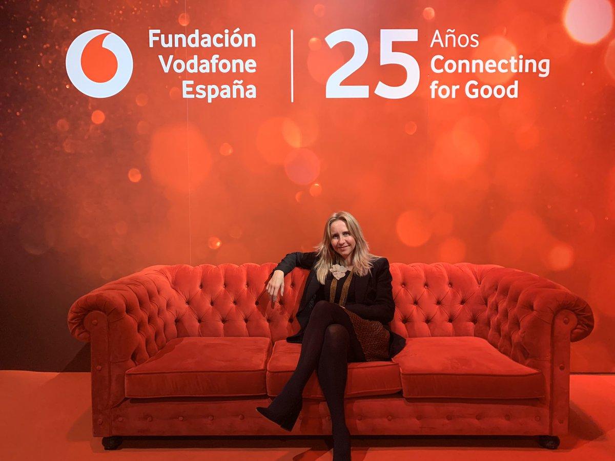Con la @FundVodafone celebrando su #25AniversarioFVE una trayectoria marcada por la #ayuda #formación #diversidad #inclusion #igualdad Enhorabuena @RemeOrrantia