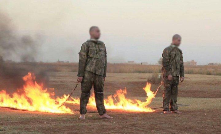 Işid'in diri diri yaktığı, derisi kavrulurken, 'Anam Vatanım yanıyorum yardım' diye bağıran Mehmetçikleri ve bu Mehmetçikleri kurtarmak için hiçbir şey yapmayanları#HiçUnutmayacağım