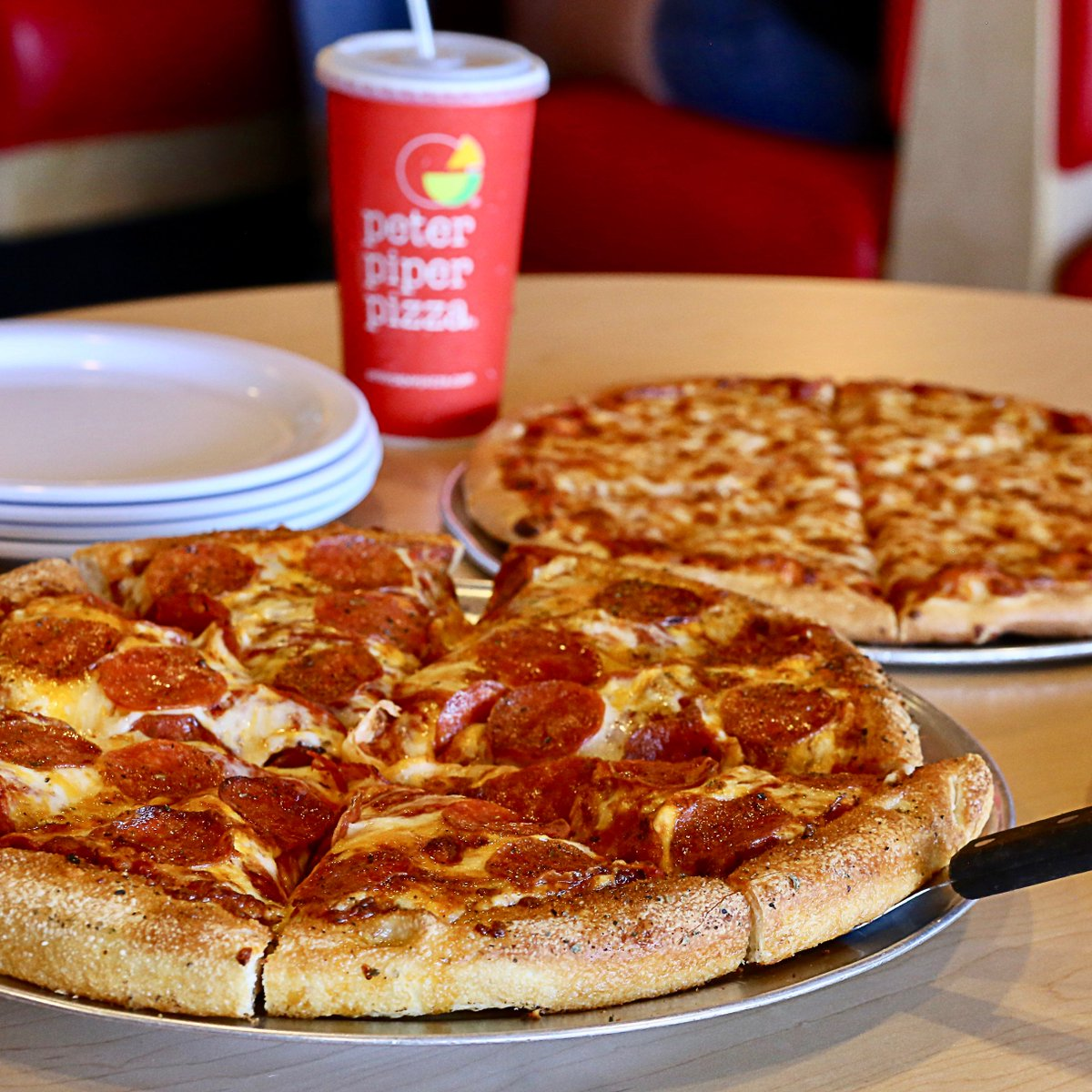 Dine-in at your nearest Peter Piper Pizza for a delicious and convenient family dinner before Thanksgiving. What's your favorite #PeterPiperPizza menu item? 🍕 🥤 https://t.co/YqaqxiTvWd