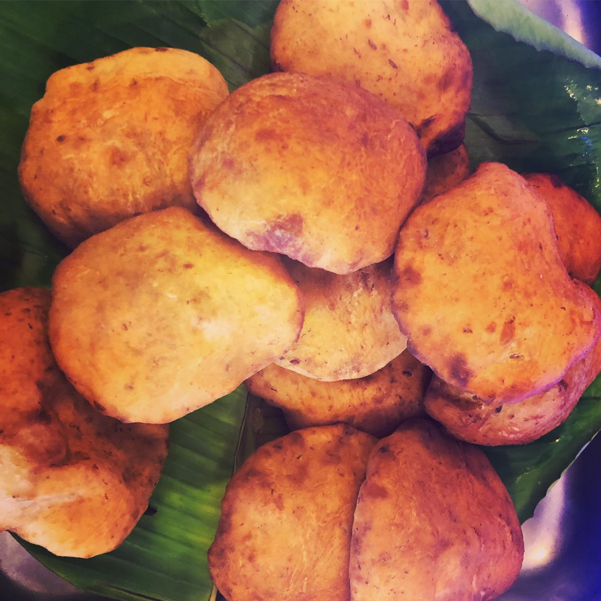 #mangalurumusings #kodyalkatha I first sunk my teeth into these mildly sweet, fluffy, delicious buns at a family function. The chef told me they were called mangalore buns and were made from a batter made of overripe bananas, sugar, yoghurt and flour. @mlrlitfest