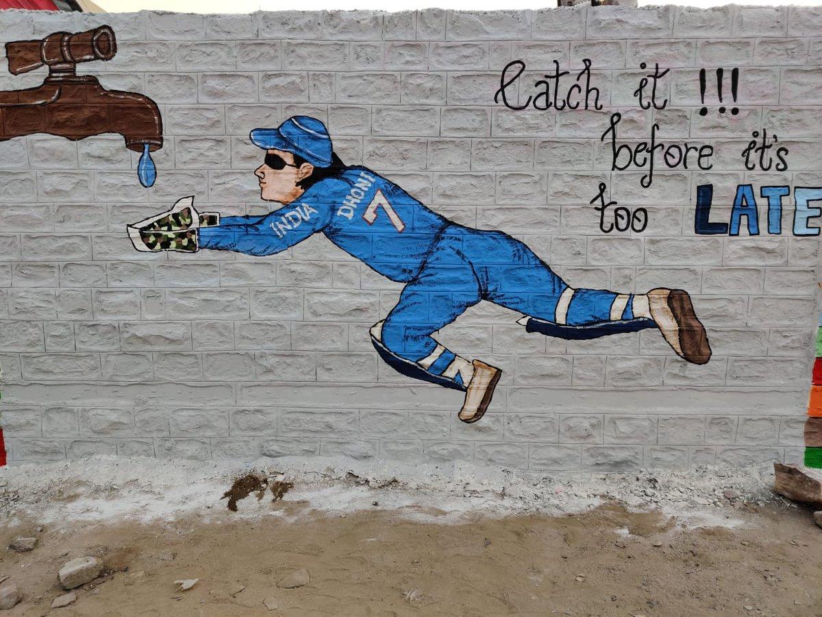 """जोधपुर की दीवार पर बना यह चित्र एक प्रभावशाली संदेश देता है। जल की एक एक बूंद का संरक्षण भारत वर्ष की समृद्धता की दिशा में उठाए गए एक एक कदम के समान है। #SaveWater  """"Catch it! before it's too late"""""""
