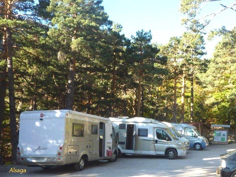 Las obras de mejora y ampliación del aparcamiento de la Laguna Negra en #Soria, contemplan la reserva de varias plazas para #autocaravanas...
