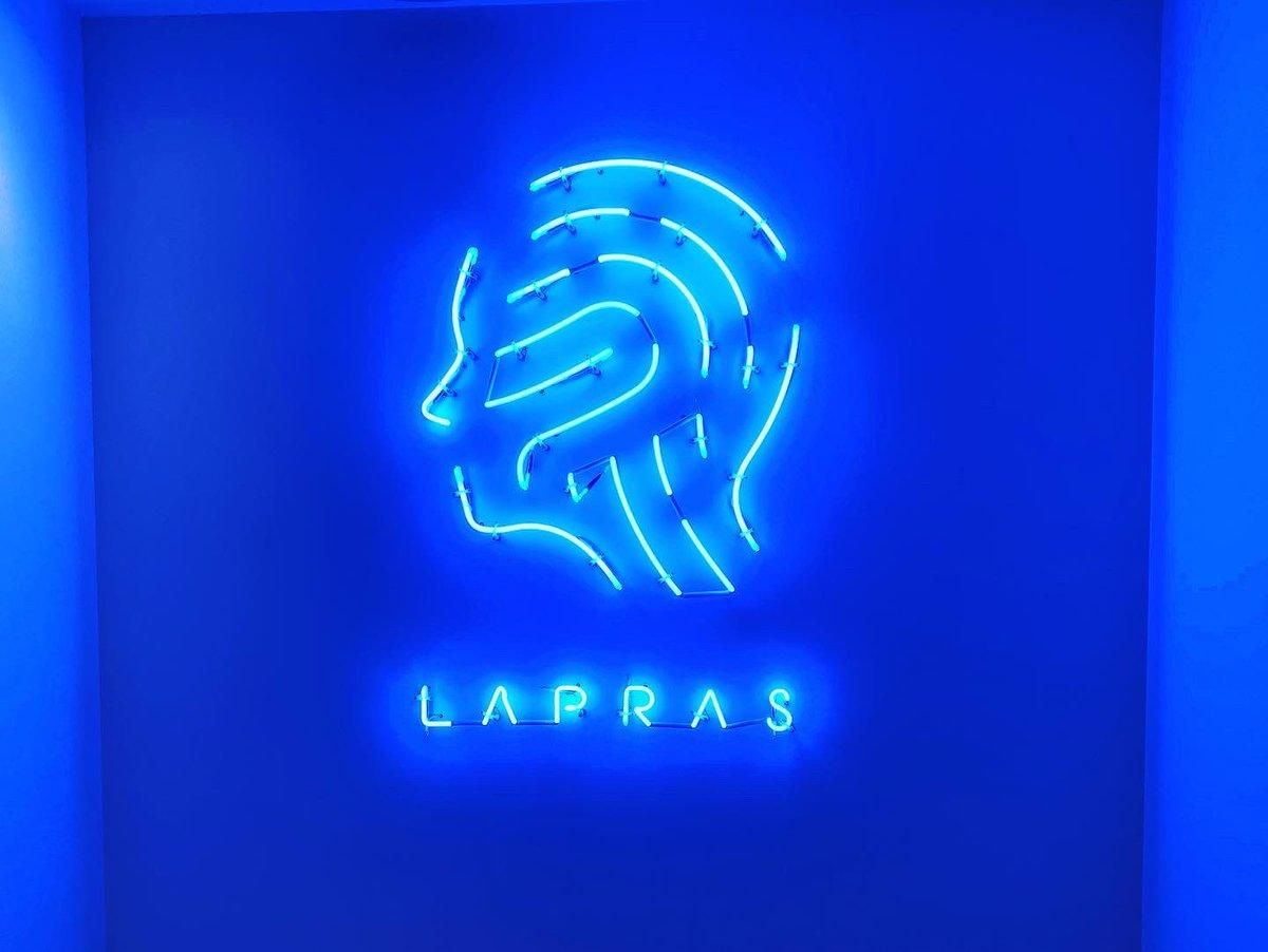 Twitterで気になってた、LAPRASさんの映えスポットで👍✨ネオンの雰囲気がたまらなくおしゃれ!