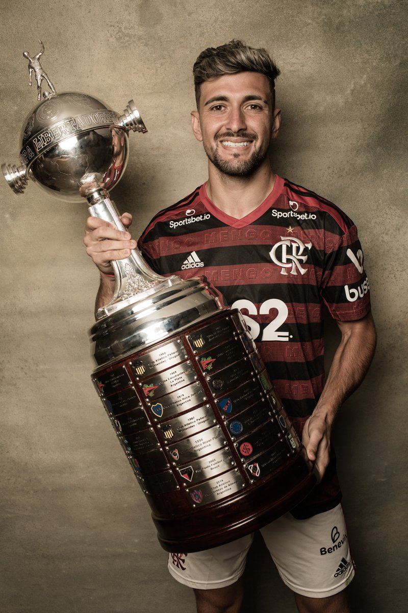 He started the play and provided the assist on @Flamengo's equalizer in the Final!    @GiorgiandeA, the Uruguayan who has conquered Rio is a #Libertadores champion! <br>http://pic.twitter.com/jXoI2Q3hU2