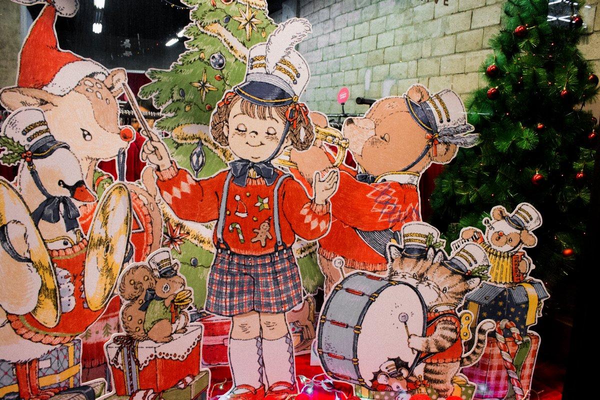 밀리언아카이브 크리스마스 윈도우 디스플레이를 위한 그림을 그렸습니다! 🎄🤶🎄