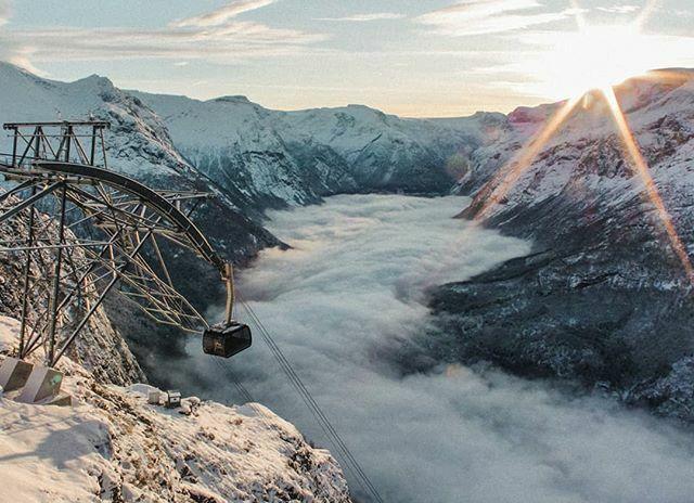November morning 😍 #Loenskylift #Loen #abovetheclouds #visitnorway #Fjordnorway #Norway #Stryn ift.tt/2QUyXs6