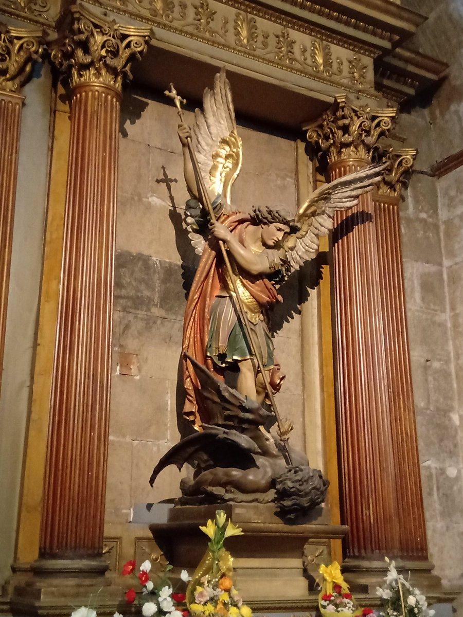 RT @viajealpasado: Figura del Arcángel San Miguel. Catedral Metropolitana, Santiago de Chile. Foto: Daniel Delgado. https://t.co/TuWANeeG4y
