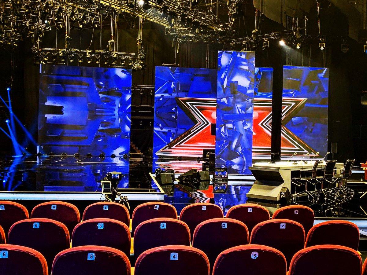 È tutto pronto per il sesto Live di #xf13 🔜 Stasera doppia eliminazione 😬 Come sempre potrete seguire la puntata in diretta su RTL 102.5 con il commento di @Laura_ghislandi, @MatteoCampese, @gigio_dambrosio e @fedepecchia 🌟  RTL 102.5 è la radio di @XFactor_Italia 📻 https://t.co/OvugMMX8zE