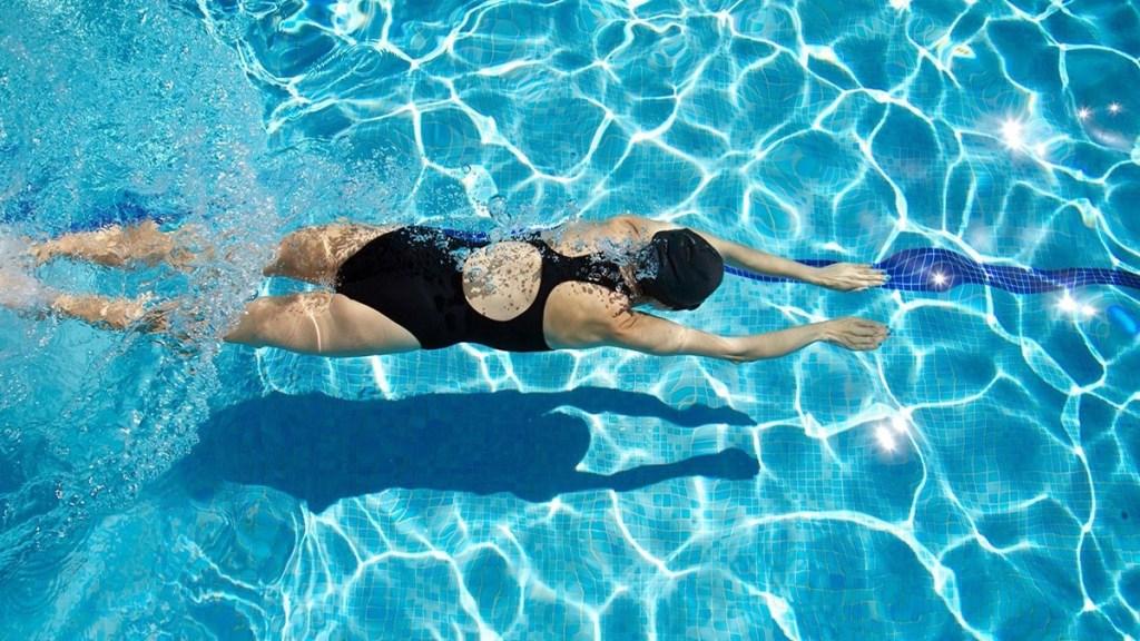 Плавание В Бассейне Для Похудения Сколько Как. Сколько нужно плавать в бассейне, чтобы похудеть? Самый эффективный стиль плавания для похудения