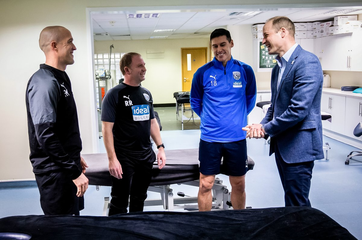 With @PremierLeague record appearance holder Gareth Barry, @WBA physio Fraser McKinney and Head of Sports Science Richie Rawlins, The Duke of Cambridge discussed the important link between footballers mental and physical health #HeadsUp