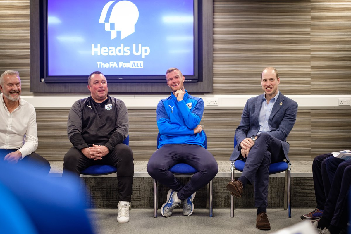The Duke of Cambridge and @WBA captain Chris Brunt joined Academy players for a informal session to discuss the challenges they might face, and give them the tools and advice on how to overcome those challenges #HeadsUp
