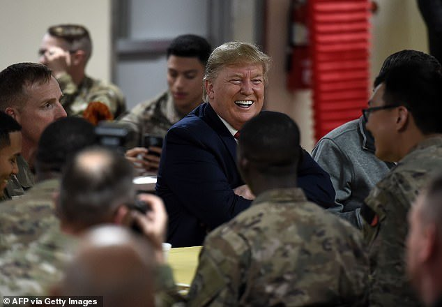 Great pics & video here of @realDonaldTrump & our troops during his surprise Afghanistan visit 👍🇺🇸 dailymail.co.uk/news/article-7…
