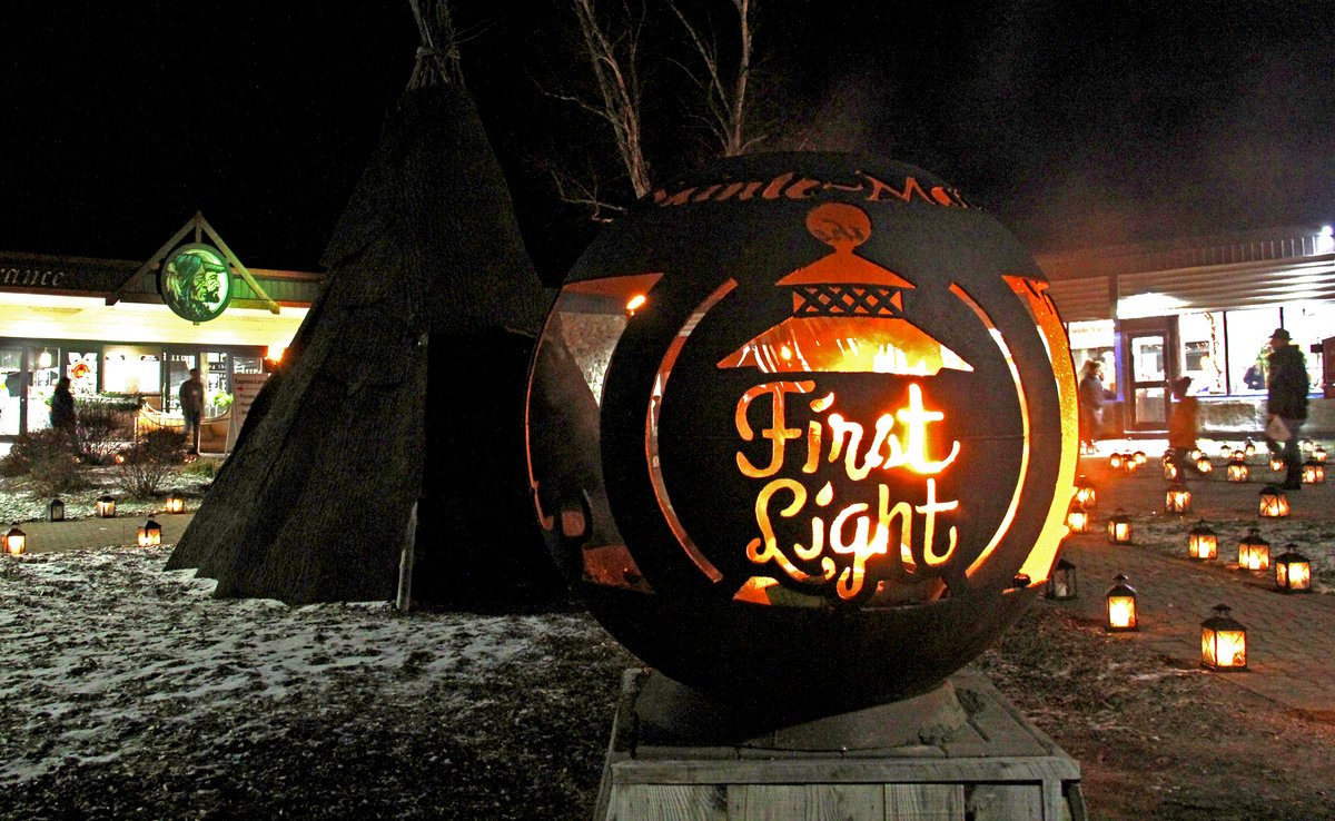 Want to get into the festive spirit? Visit First Light. https://t.co/DtkEtFCohH @TayTownship #thingstodo https://t.co/qwj9DC9z1z