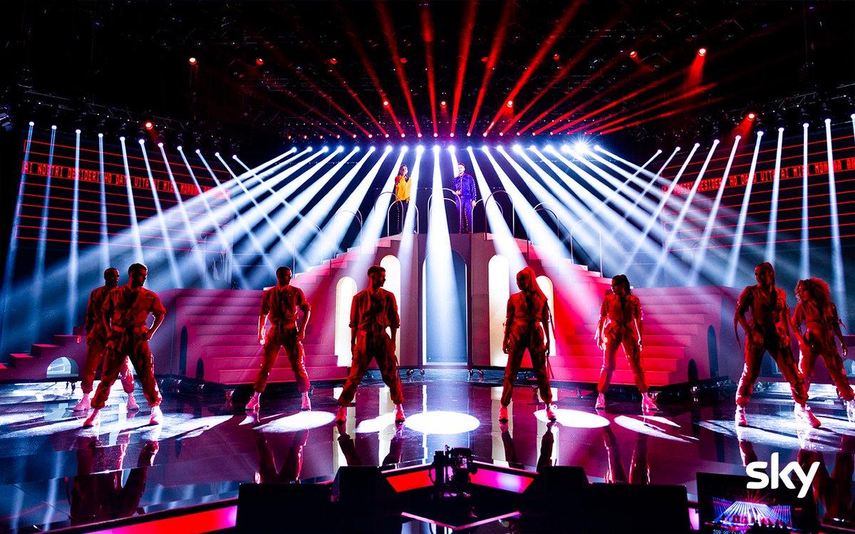 🔥😍 Iniziano i #Sierra con la loro #TheEcstasyofGold sul palco di #XF13!!  Vi è piaciuta la loro esibizione? 🤔  RTL 102.5 è la radio di @XFactor_Italia  ❌ https://t.co/dF5hhxjvCT