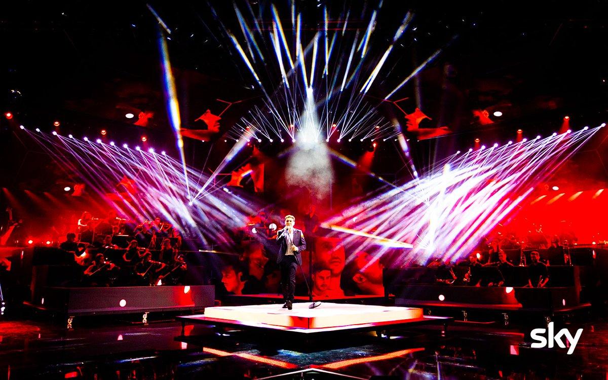 🎧🎤 #EugenioCampagna sale sul palco dell'#XfactorDome con #CosaMiManchiAFare🤩  State seguendo i live di #XF13? 😍 https://t.co/xiX5DpcJez