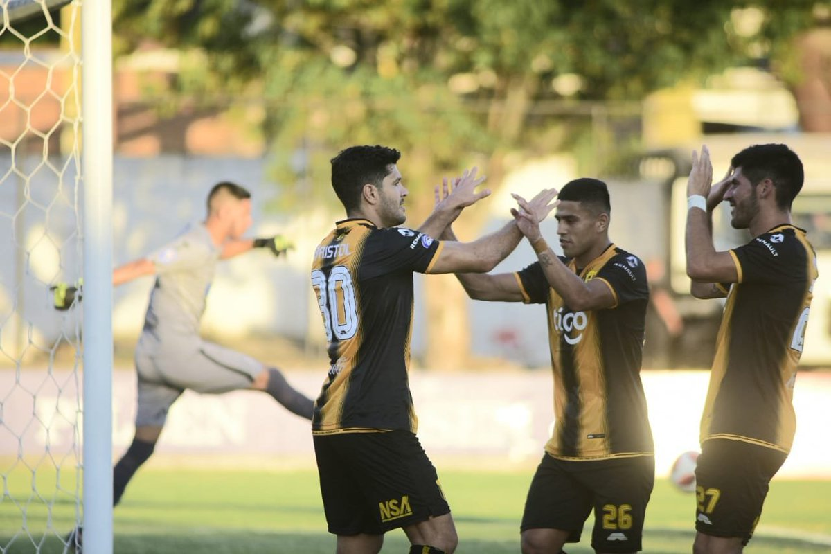 #Clausura2019 Guaraní no tuvo inconvenientes en el estadio Adrián Jara y venció por goleada de 3-0 al General Díaz. ⚽️🇵🇾🏆 📲 bit.ly/2R6Eeg2