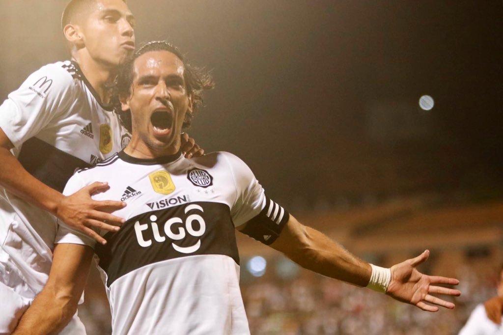 #Clausura2019 ¡Siempre Roque! 🔥 Con gol de Santa Cruz, Olimpia se impuso al Deportivo Capiatá en Para Uno y está cada vez más cerca del tetracampeonato. ⚽️🇵🇾🏆 📸 @elClubOlimpia. 📲 bit.ly/33xZVrX