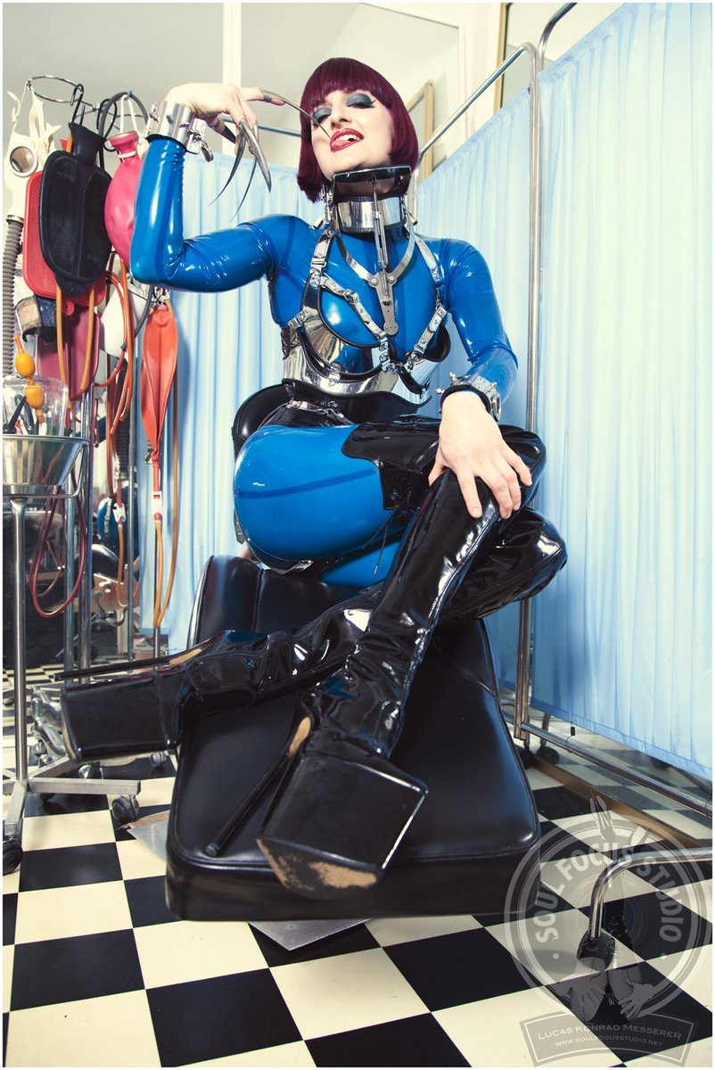 #picoftheday #FF Pic of the day by Soul Focus Studio! I'm wearing My own blue rubber catsuit, silver leather bra & neck brace by #Carreras.  #mistresstokyo #soulfocusstudio #fetishphotography #sydneymistress #rubbermistress #littleshoebox #followfriday