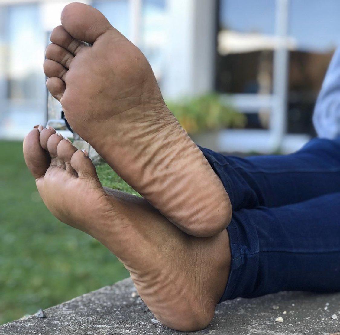 Tavi Noir Savvy Grip Socks In Ebony Mad