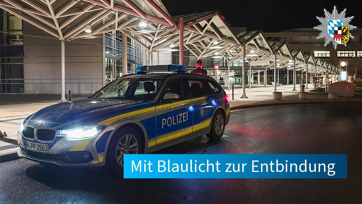 """Polizisten posieren vor Spruch """"Stoppt Ende Gelände"""""""