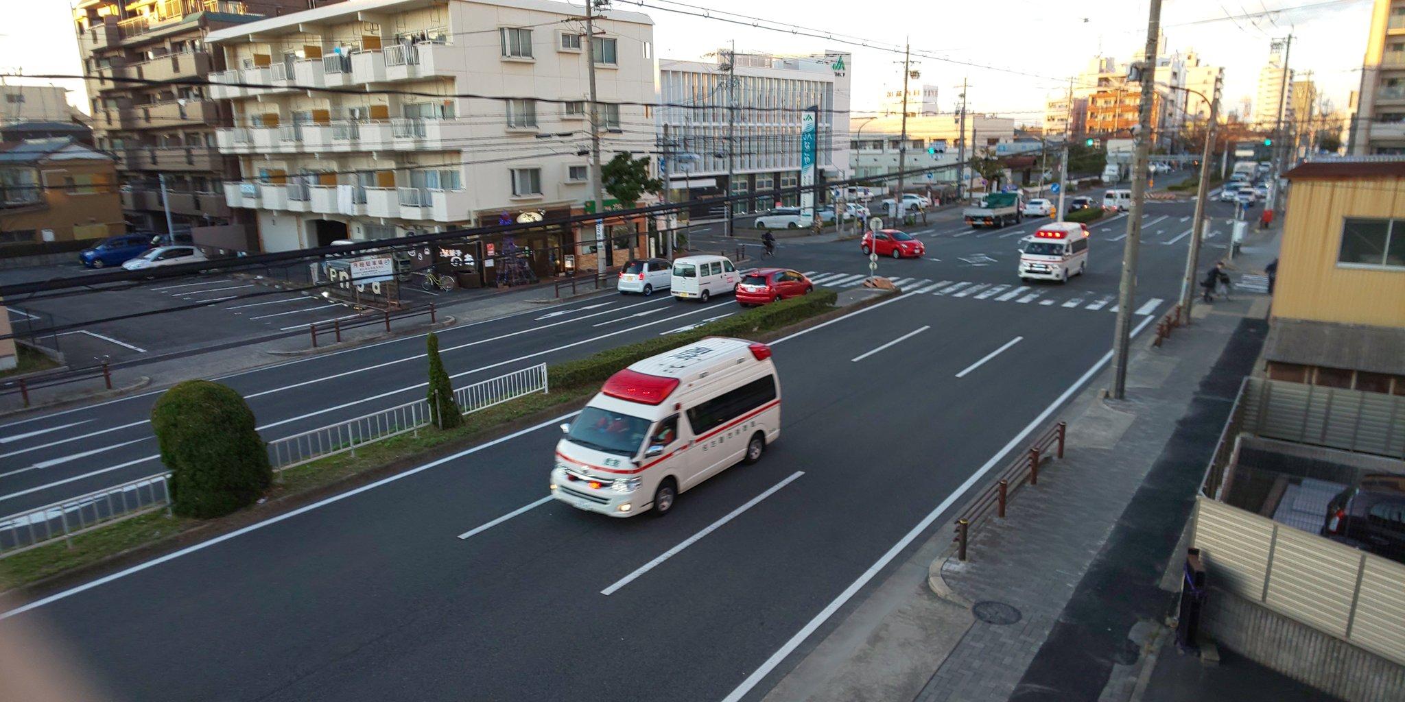 名古屋市中川区のスイミングスクールの異臭騒ぎで救急車が出動している画像