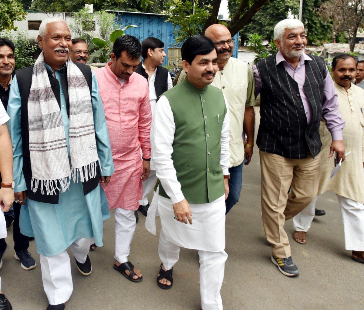 आज @BJP4UP के लखनऊ दफ्तर में पार्टी कार्यकर्ताओं से मुलाकात की और बैठक में भाग लिया।