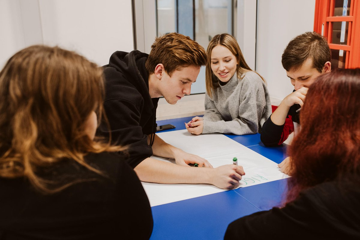 Our digital skills programme The Code continues to roll out in Poland this week! 20 volunteers from our Warsaw offices are running interactive workshops with 500 students, helping them to develop skills for our industry. #TheCodeDAN #SocialImpact
