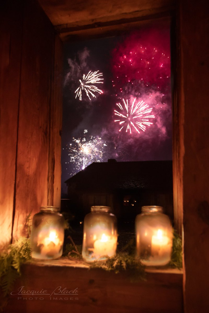 Don't miss the fireworks tonight at 7pm!  #FirstLightSM we are open at 5:30pm to 9am. @SainteMarie_hhp photo cred: Jacquie Black https://t.co/leMC9MtXYu