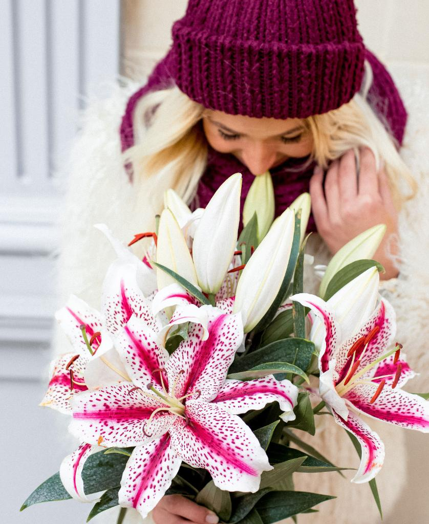 #BlackFriday deals are here! Order your holiday flowers & gifts now and save up to 50%: