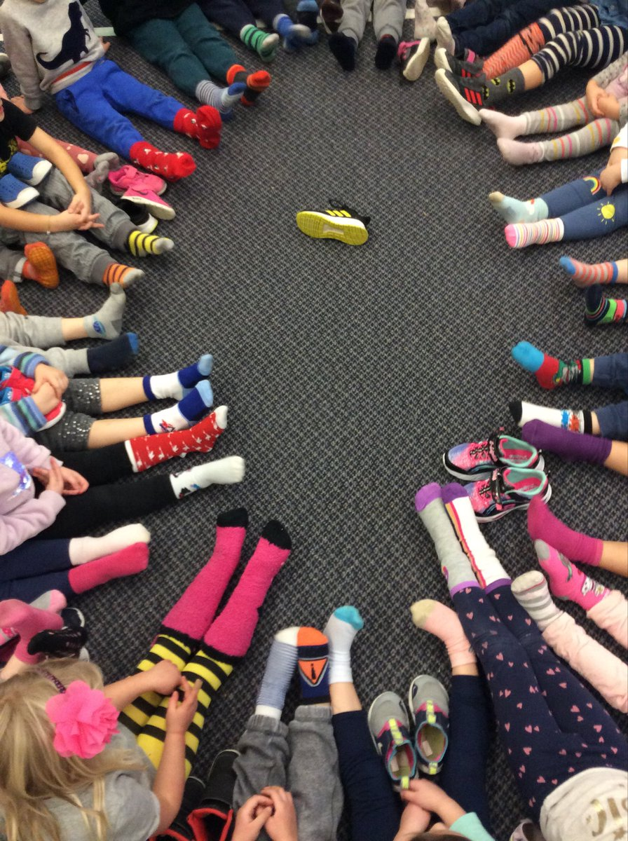 It doesn't matter what you wear.  We all CARE!  Raising anti-bullying awareness.  #oddsocksday @AllenbyPS_TDSB @allenbyrose102 @D_Zamin<br>http://pic.twitter.com/fvThbuPdn6