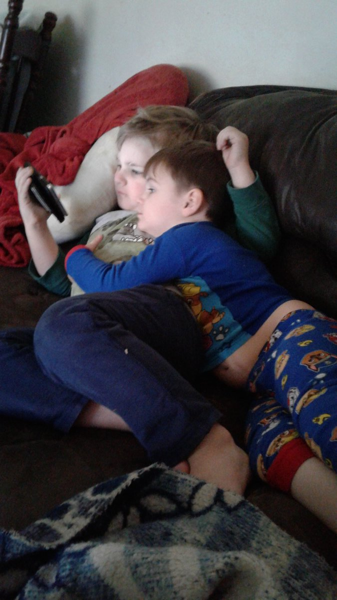 These two... #brotherlove #brothercuddles #TheBrothersMillspic.twitter.com/SCS6VE6dCA