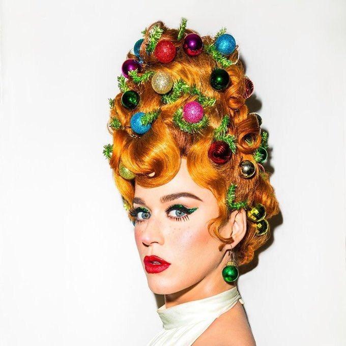 Katy Perry acaba de alterar sua foto de perfil em todas as redes sociais. 👀🎄