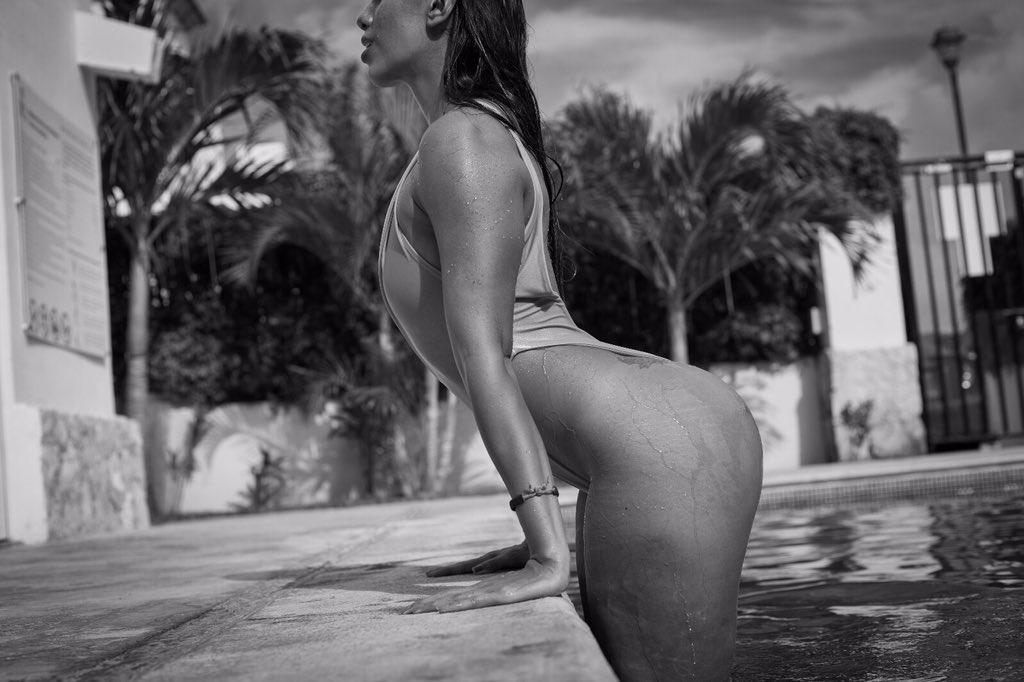 Ya me hace falta ir de #finde con mis amigas #twins #booty #booty4days #hot #ViernesNegro #body #bodypositivity #fit #fitnessgirl #manuphotograph