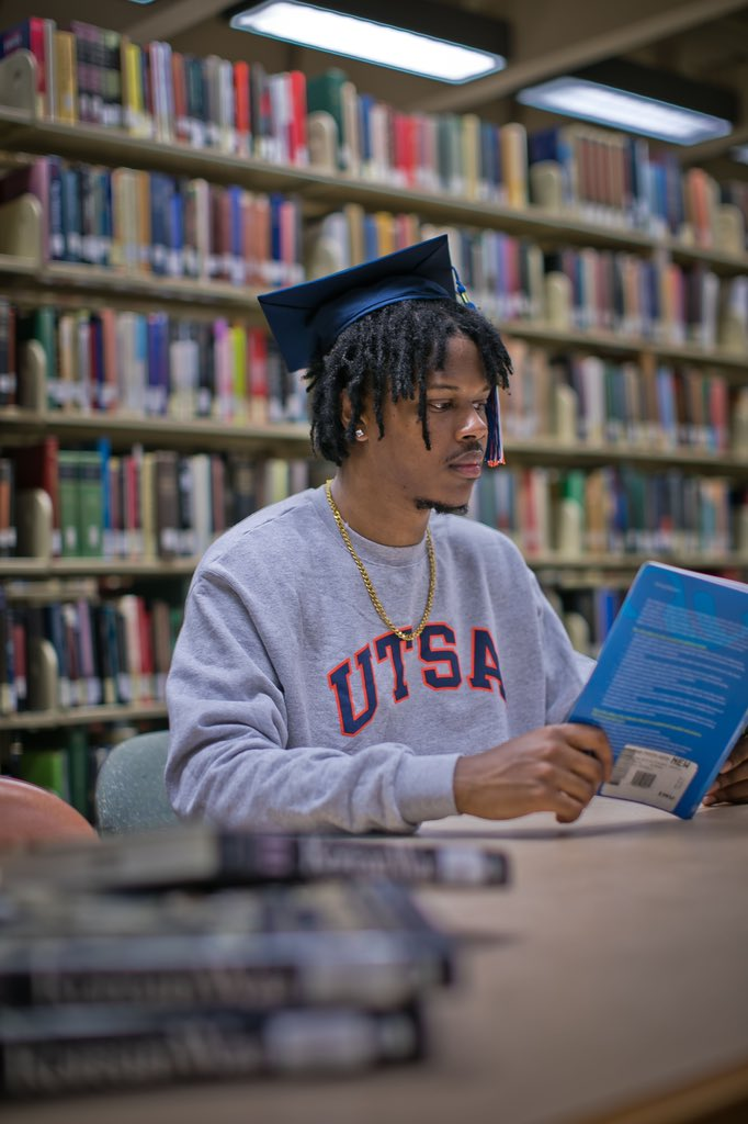 Somebody tell my mama I made it   B.A. in psychology   The University of Texas at San Antonio December 15   #UTSA #UTSA19 <br>http://pic.twitter.com/Bg28tYrAme
