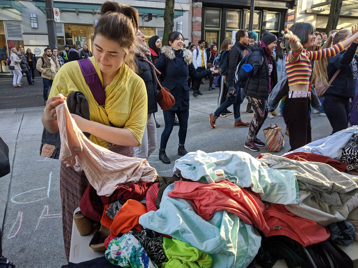 Eva Uguen Csenge On Twitter The Sustainabiliteens Protest Took Aim At Consumerism On Black Friday And Organized A Clothing Swap To Stop The Waste Produced By Fast Fashion Https T Co 71bkg2vwqg