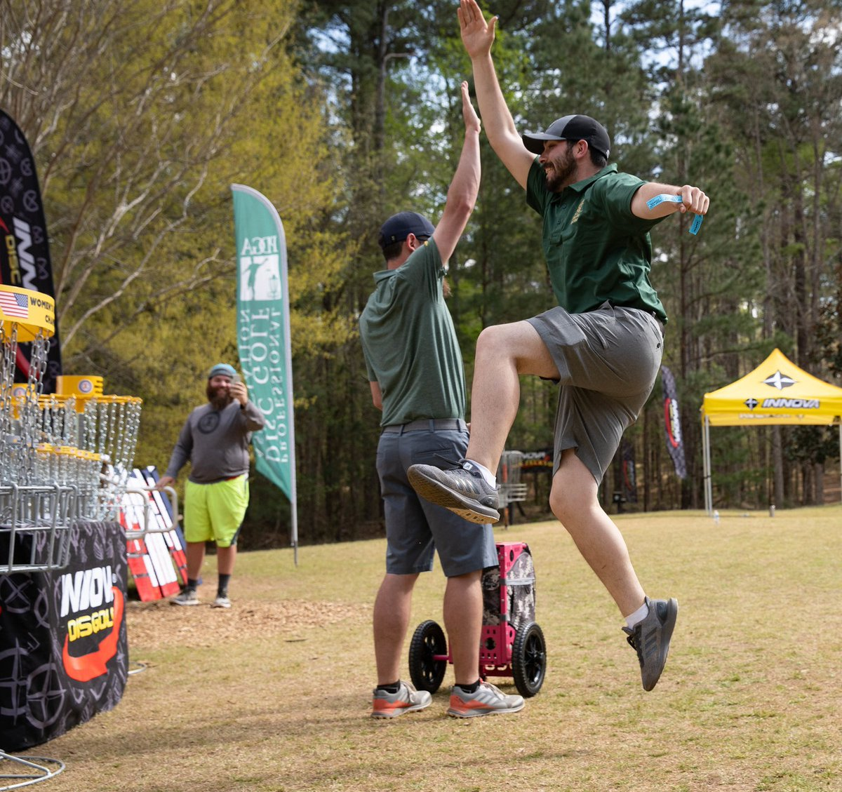 #FUNDAYFRIDAY!!  How are you planning to enjoy your weekend? Tell us about where you're playing.  #collegediscgolf #cdgnc #ncdgc #discgolf #innovadiscs #pdga #mvpdiscs #discmania #dynamicdiscs #discraft #prodigydiscs #discgolfchampionship #collegesports #collegechampionship pic.twitter.com/A9arv8F7zd