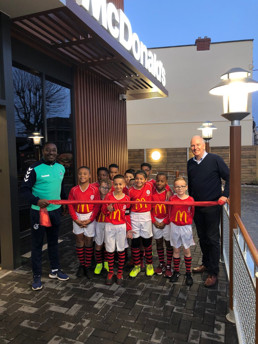 Players from bristol central cut the ribbon for the new store in fishponds!! https://t.co/8LTZmI8HVh