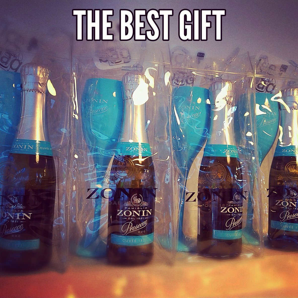 The perfect gift has arrived! Prosecco cuvee, blue glass and ice bag!! #ChristmasIsComing #christmasgifts #prosecco #proseccolovers #theposhgift