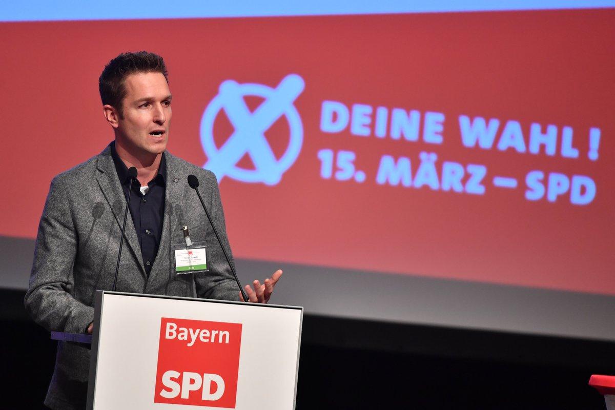 """@florian_schardt weiß, dass wir Kommunalpolitik können:  """"Im Landkreis München stellt keine andere Partei so viele Bürgermeister wie die #SPD!""""   #ZukunftbeginntvorOrt  #unsereSPD #lpt19pic.twitter.com/1RDKJl85Ej"""