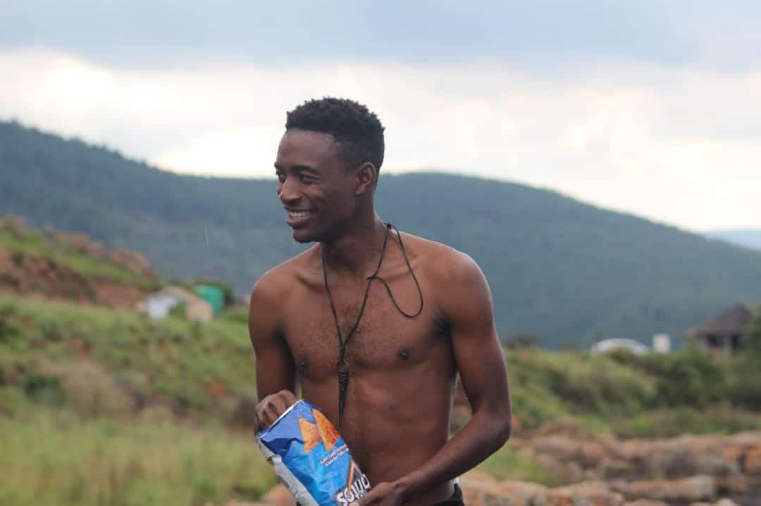 Doritos please recognize this man or else #Kopa10tawa Tumza saved Doritos while 🏊♂️
