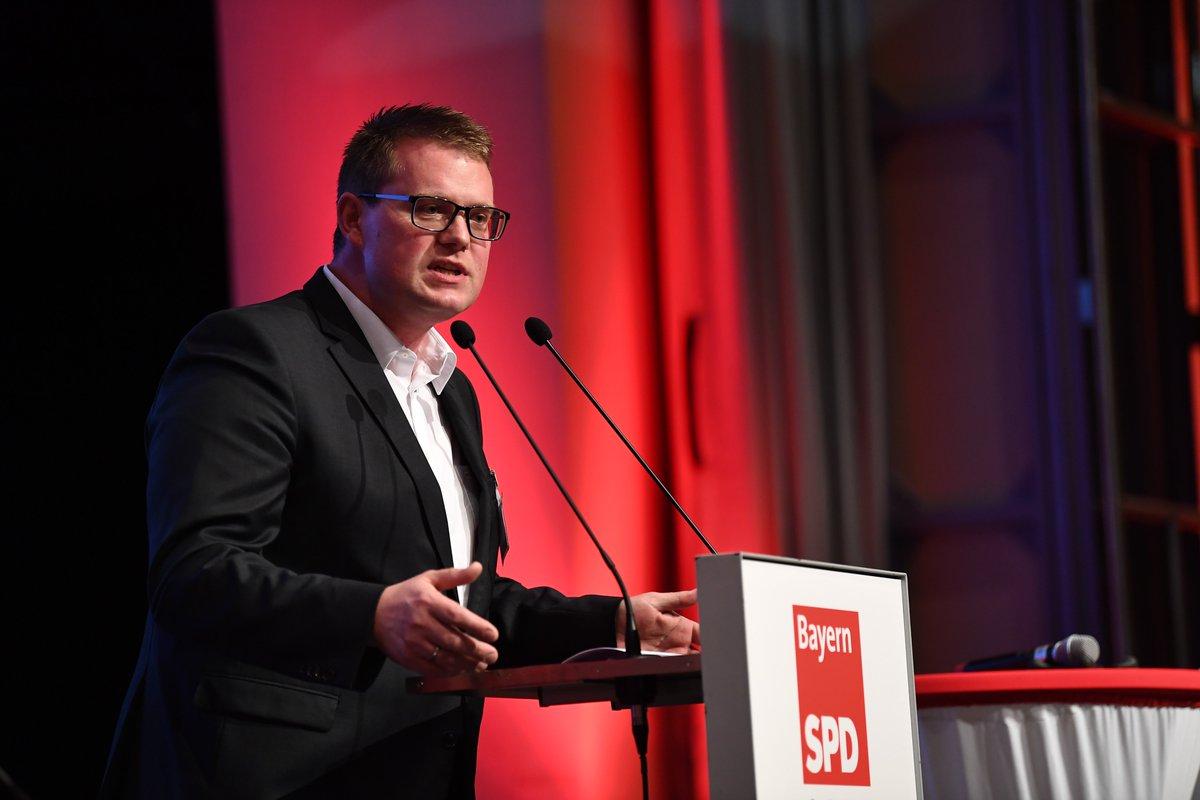 Unser #SPD-Landratskandidat für #Wunsiedel #HolgerGrießhammer hat nicht nur Erfahrung als Arbeitgeber als Maler- & Lackierermeister sondern auch langjähriger #Kommunalpolitiker.  #Fichtelgebirgslandrat #lpt19 #ZukunftbeginntvorOrt pic.twitter.com/cHzZQoEI27