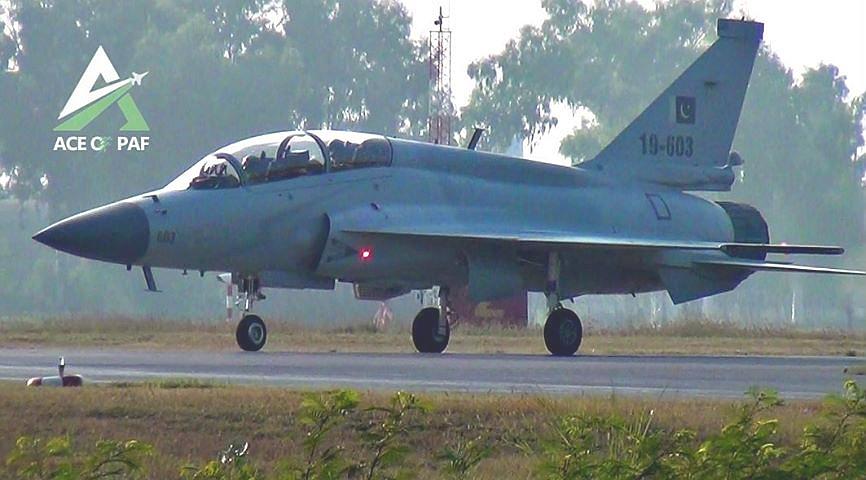 باكستان والصين يطلقان مشروع النسخه مزدوجه المقعد JF-17B EKoHbwCWoAALneZ